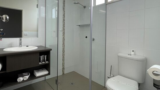 Ensuite, complimentary toiletries