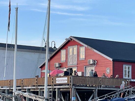 Dampskipsbrygga sett fra gjestehavna