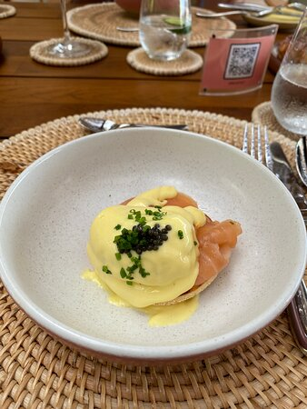 dreamy egg benedict with champagne hollandaise and caviar!