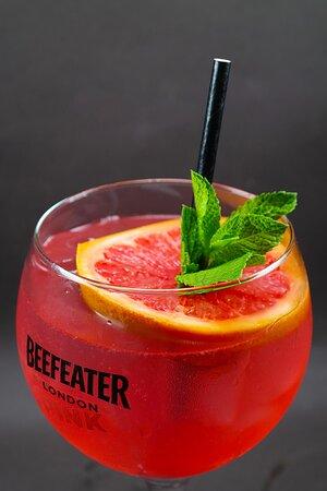 """Gin pink fizz"" cocktail"