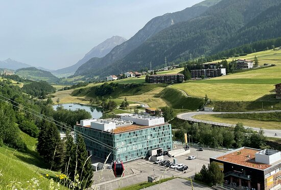 CUBE Savognin  Summer  - Located right next to the valley station of the cable cars and the swimming lake Lai Barnagn, CUBE SAVOGNIN is the ideal starting point for all sport and leisure activities in summer and winter in the Savognin holiday region.