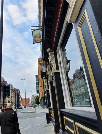 The Lion Tavern Pub along Tithebarn Street