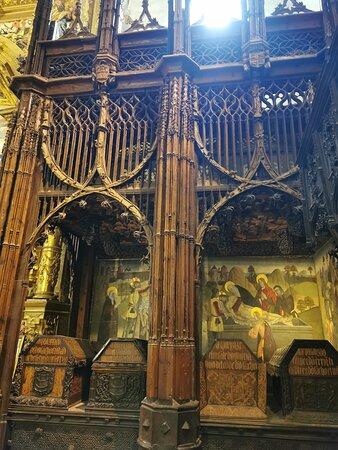 Panteón Real tallados de madera de nogal y con taracea de boj.