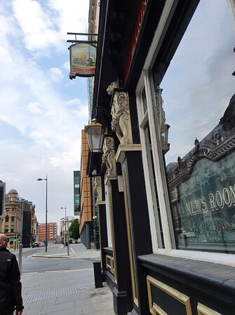 Theion Tavern Pub in Liverpool Commercial District