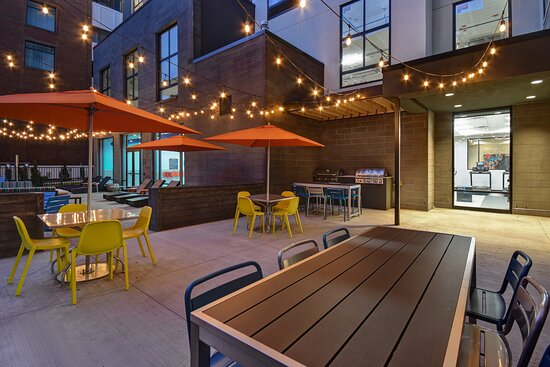 Outdoor Courtyard Dining - Connects to Indoor Pool