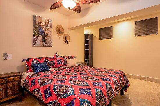 Luxury balcony with sofa seating  - 聖盧卡斯岬Cabo Gold Properties的圖片 - Tripadvisor