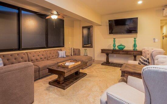 Tripadvisor - balcony with sofa seating  - תמונה של Cabo Gold Properties, קאבו סן לוקאס