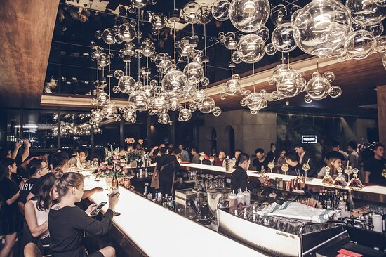 25Floor main bar