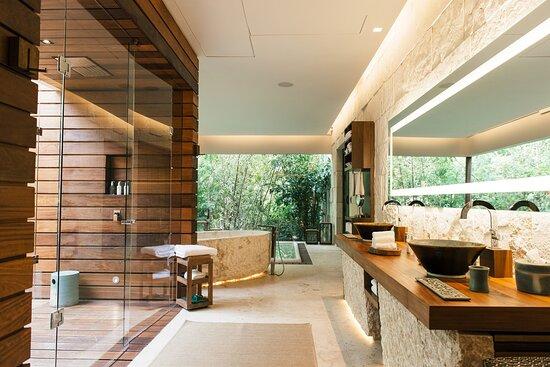 Royal Villa Bathroom