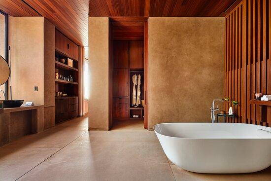 Villa One Master Bedroom Bathroom