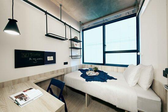 Super Single Bed of All Together 6-Bedroom Duplex