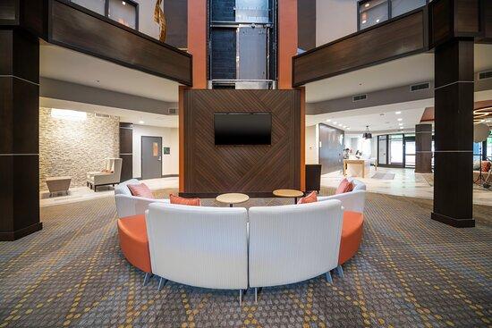 Holiday Inn Creve Coeur Lobby Area
