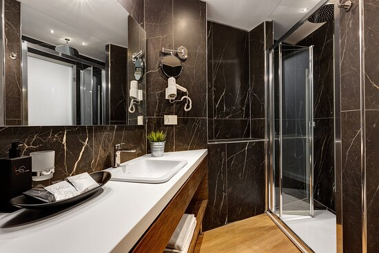 Executive Annex Bathroom