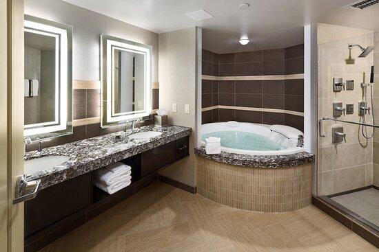Ambassador Suite Bathroom – Separate Shower & Tub