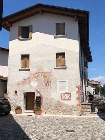 """Valvasone, Italien: Una bella Dimora Medioevale lungo """" Vicolo Monte Sabotino """" …."""
