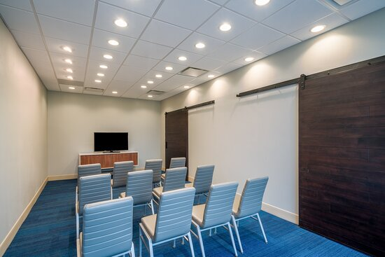 Meeting space at the Holiday Inn Express St. Peters MO