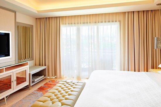 Towers Suite - King Bedroom
