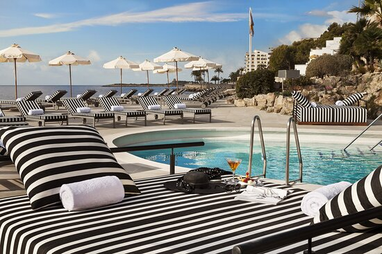Bardot Pool Beds Experience