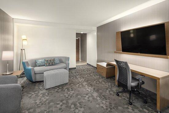 King Inline Suite - Living Area