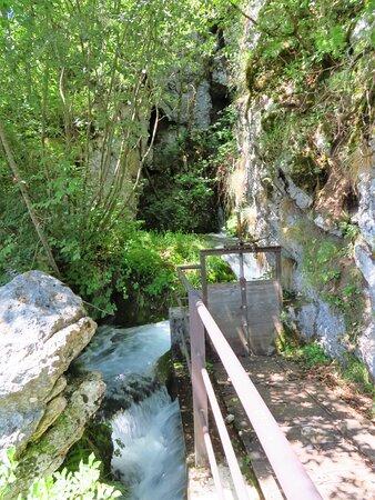 Una chiusa nei pressi della cascata