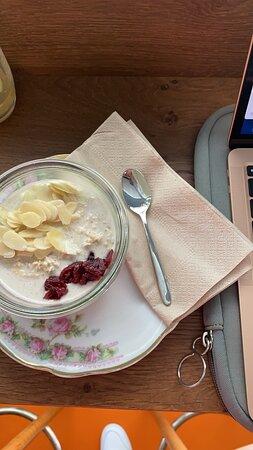 """""""Brenner"""" bietet den ganzen Tag eine Art Frühstück an, dies ist z.B. das Porridge"""