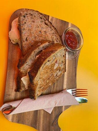 Grilled-Cheese Sandwiches gehören zum All-Day Breakfast im Brenner,  dies gibs auch in Vegan (allgemein viele vegane/ vegetarische Optionen auch verfügbar)
