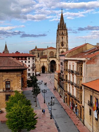 Ubicación perfecta para conocer Oviedo caminado.