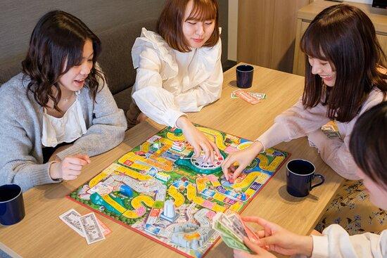 みんなでボードゲーム(イメージ)