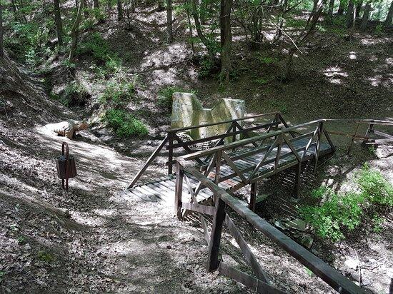 "Obzor, Bulgarien: Wooden bridge over the streamlet and the ""Stone Bear"" fountain"