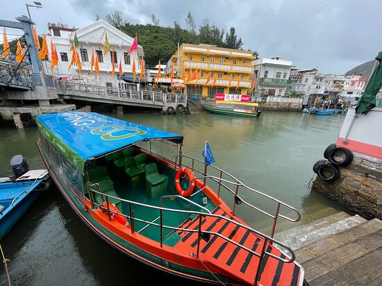 Small boats like this will take you through the Tai O waterways. It is a cheap and fun way to experience Tai O fishing village and its waterways and to see the famous stilt houses close up.