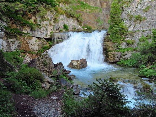 Scorcio di uno dei tanti flussi della cascata superiore