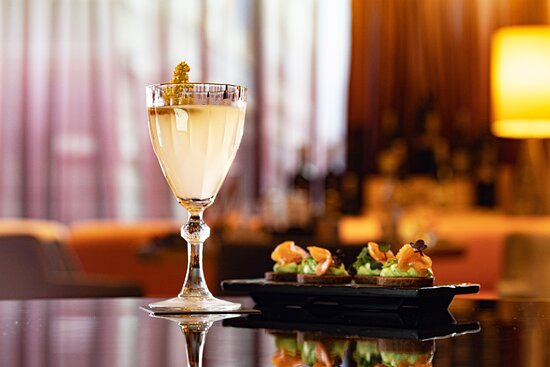 Cocktail with canapes