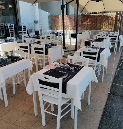 Nuova location, elegante, sobria , frecsa, estiva. cucina targata Salvatore Montebello.
