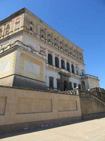 Palazzo Farnese - l'esterno