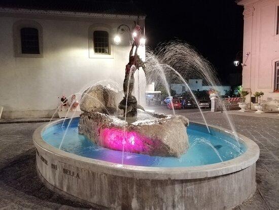 La fontana che si trova all'inizio del centro storico di Maratea