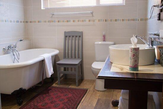 Superior Room - En Suite Bathroom