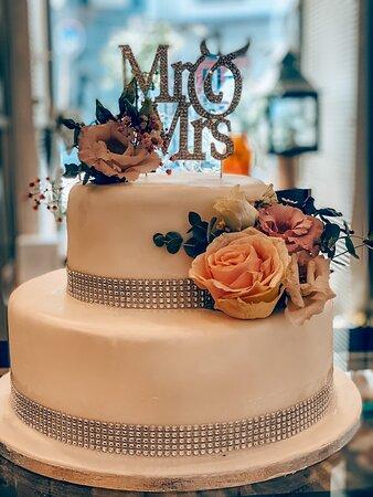 Οι πιο γλυκές σας αναμνήσεις.  Γαμήλιες τούρτες @athimaritis.gr