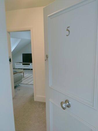 Apartment 5 entrance