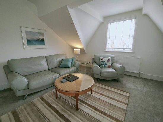 Apartment 5 lounge