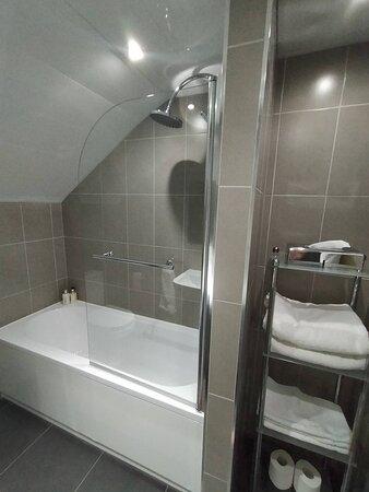 Apartment 5 bathroom
