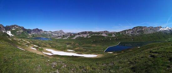 Blick von dem Grat, der nach Balmeregghoren führt (mittlere Schwierigkeit).