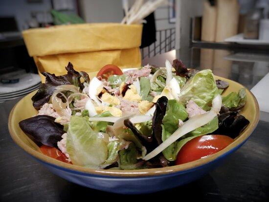 Una delle insalate disponibile a mezzogiorno