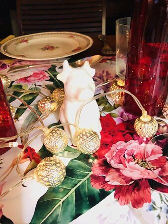 Table decorative detail