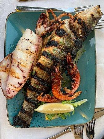 Cena di pesce vista mare