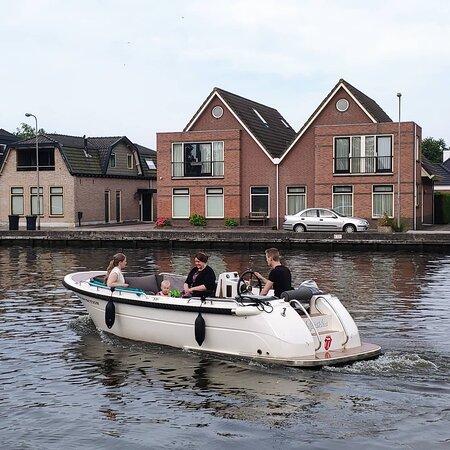 Ontdek op Zaterdag LEIDEN per boot via de mooie grachten en leg bijv aan bij de markt, of een pak n lekker terrasje