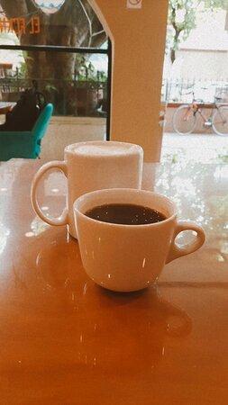Latte avellana y un americano hechos con nuestro cafe de especialidad ❤