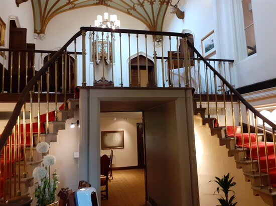 Entrance Hall leading to Reception (under the stairs)