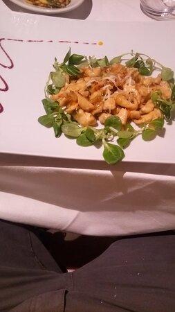 Straccetti di pollo con verdurine e scaglie di Formaggio di Fossa
