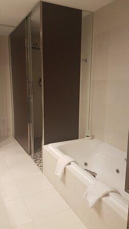 Bañera y ducha (separados)