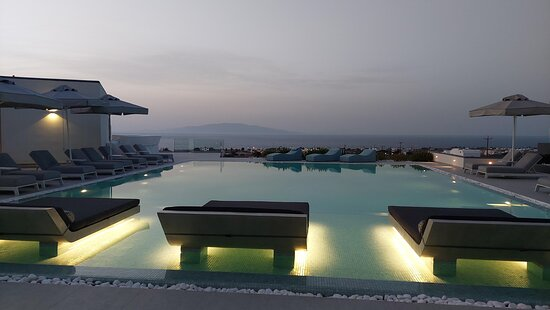 The pool during the evening
